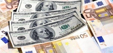 Як гроші заробітчан впливають на курс гривні в країні