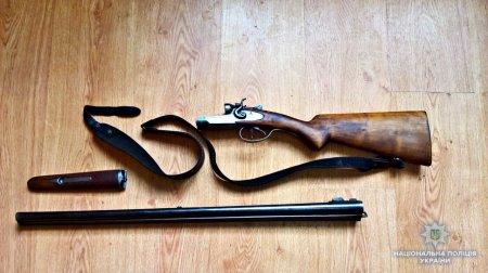 Берегівські поліцейські у місцевого рибалки вилучили вогнепальну зброю