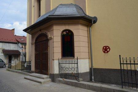 В Берегові поглумилися над реформадською церквою (фото)