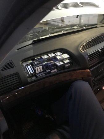 Закарпатські митники через приховані цигарки вилучили «BMW» вартістю понад 153 тис грн