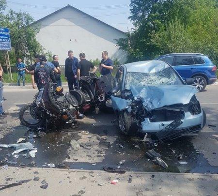 На Закарпатті зіткнулися легковик і два мотоцикли (фото)