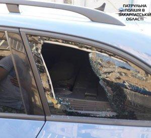 Закарпатець розбив скло у чужому автомобілі і втік