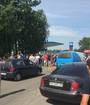 На Виноградівщині активісти перекрили ще одну дорогу