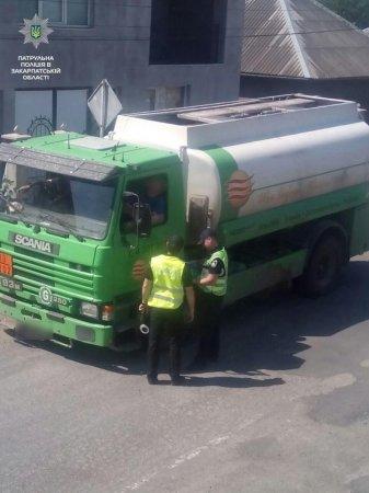 На посту «Велика Копаня» водій без документів перевозив небезпечний вантаж (ФОТО)