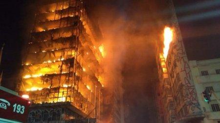 Люди вистрибували з вікон і кричали про допомогу: Пожежа охопила будинок. Багатоповерхівка обвалилась разом з людьми
