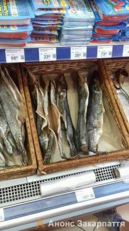 На Закарпатті  в супермаркеті в рибі виявлено глисти (ФОТО)
