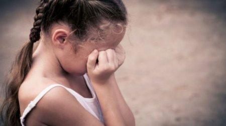 """""""Доки мати поралась на кухні…"""": Чоловік жорстоко зґвалтував маленьку дівчинку-інваліда"""