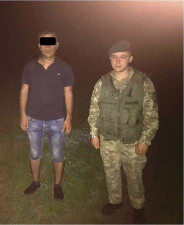 На кордоні з Угорщиною прикордонники затримали нелегала з Туреччини (ФОТО)