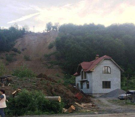 Депутати партії «Відродження» надали вагому підтримку в організації початку робіт по ліквідації зсуву в селищі Кольчино