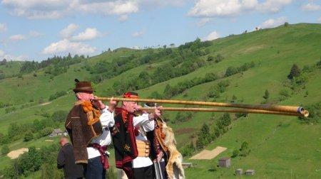 В Ясіня проводжали вівчарів на полонини (фото)