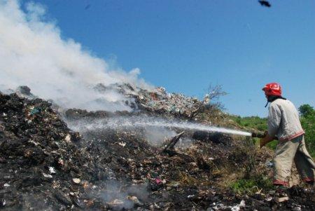 В Рахові горить сміттєзвалище за що половина районна сидить без світла