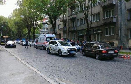 Закарпатець вдарив ножем патрульного поліції
