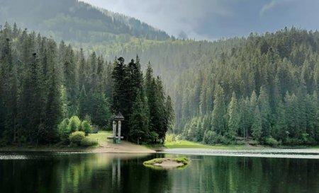 Озеро без дна, через яке можна потрапити на інший бік світу: містика та реальність Синевиру