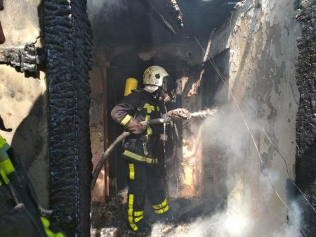 Хустські рятувальники ліквідували пожежу у житловому будинку (фото)
