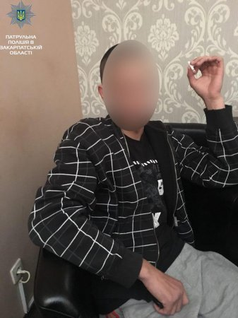 Патрульні затримали осіб, які розповсюджували наркотичні речовини (ФОТО)