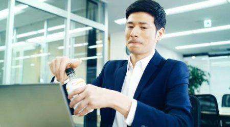 У Японії створили прозоре пиво, яке можна пити в офісі