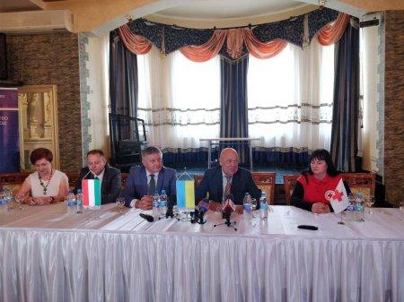 Угорський уряд передав Закарпаттю як гуманітарну допомогу першу партію вакцини загальною вартістю 600 тисяч євро» (+ ФОТО)