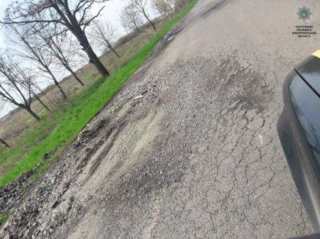Патрульна поліція Закарпаття провела весняне обстеження доріг (ФОТО)