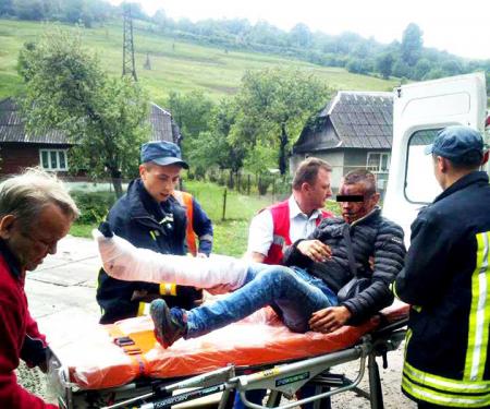 Хтось штовхнув: У Закарпатті із потяга випав 19 - річний хлопець