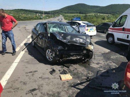 Жахлива аварія на Закарпатті: пасажир загинув, четверо людей – опинилися у лікарні (ФОТО)