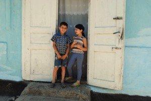 «Ми вас іспалимо» — це перше тут слово, як щось не так: Як живуть цигани на Закарпатті (ФОТО)