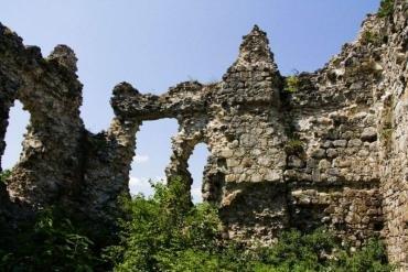 Які секрети оберігають руїни таємничої кам'яної фортеці в Закарпатті? (ФОТО)