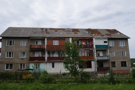За 10 хвилин люди залишилися без даху над головою: на Закарпатті продовжують рахувати збитки від негоди (ВІДЕО)