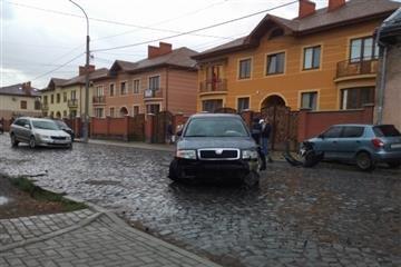 У Мукачеві сталася ДТП за участі трьох автомобілів (Фото)
