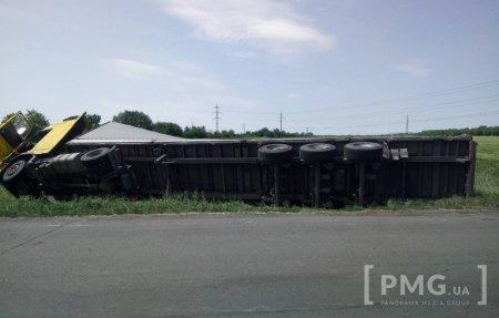 У Мукачеві перекинулася вантажівка