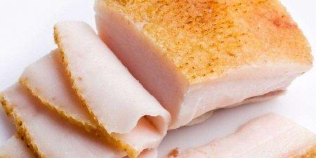 Українці їдять європейське сало своє дороге
