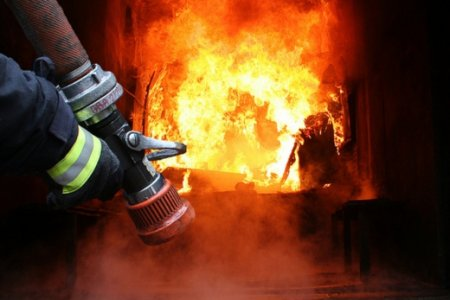 На Закарпатті горіли три будинки та електролічильник