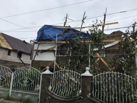 Наслідки негоди на Закарпатті – знеструмлені села, понад 850 пошкоджених покрівель, розмиті дороги (ФОТО)