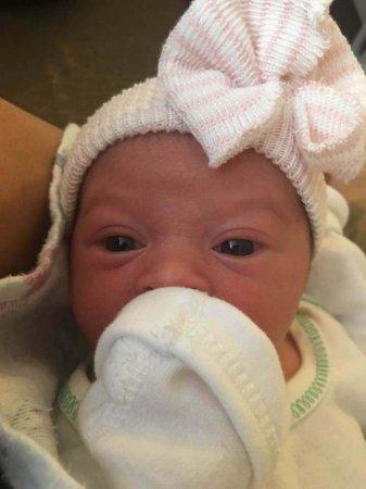 Жінка викинула свою новонароджену дочку з вікна і хоробро зустріла смерть