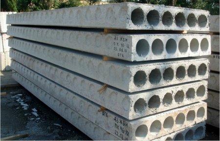 На Закарпатті будівельника на смерть задавили бетонні плити
