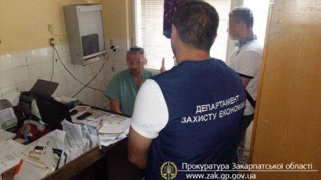 У Мукачеві завідуючий травматологічним кабінетом районної лікарні попався на хабарі у 400 доларів (ФОТО)