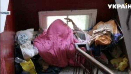 """""""Перетворила квартиру у смітник, а 94-річну маму вигнала жити в під'їзд"""": Україну сколихнула вражаюча історія"""