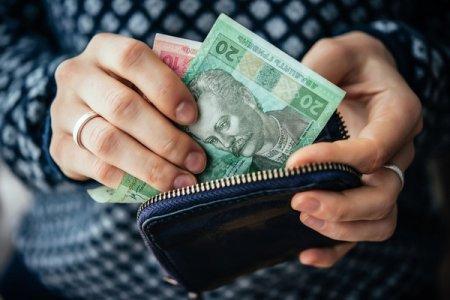 Черговий сюрприз: Українцям заборонять одночасно отримувати пенсію і зарплату