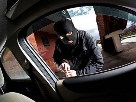 У жителя Мукачівщини в Ужгороді злодій пограбував автомобіль