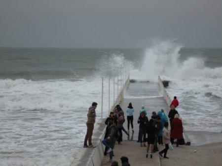 Її вважали мертвою вже понад 1,5 року: Жінка, яку змило в море, повернулася додому живою