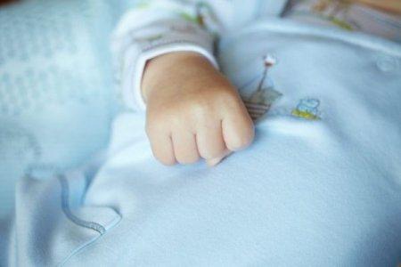 У тілі немовляти медики знайшли десять голок
