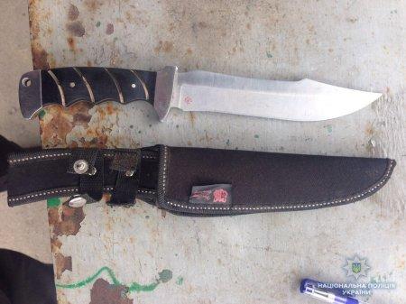 Виноградівські поліцейські вилучили у іноземця ніж (ФОТО)