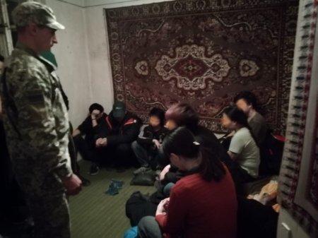 В Перечині у приватному будинку знайшли 13 нелегалів із В'єтнаму (ФОТО)