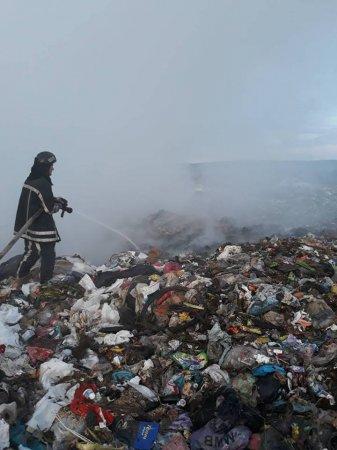 У Мукачеві  п'ять годин гасили  сміттєзвалище (ФОТО)