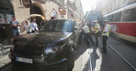 У Празі джип з українськими номерами паралізував рух трамваїв (фото)
