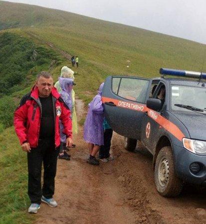 На Рахівщині рятувальники допомогли киянину, якому стало зле (ФОТО)