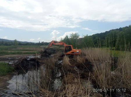 В смт. Солотвино розпочато роботи по захисту сільгоспугідь від підтоплення (фото)