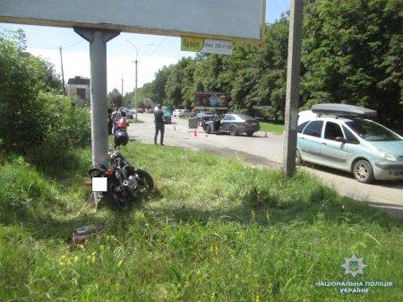 Розслідуванням аварії, у якій травмувався мотоцикліст, займається ужгородська поліція