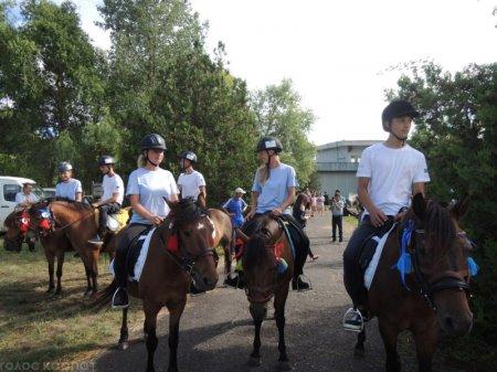 На Виноградівщині  організували унікальний парад на конях (ФОТО)
