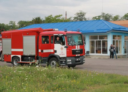 Спецлітак ДСНС транспортував важкохвору дитину з Ужгорода до столичної клініки (ФОТО)