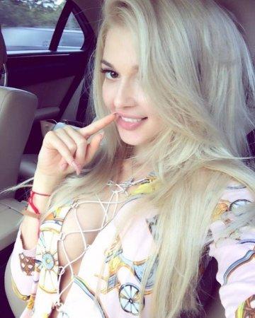 Еріка Герцег позувала в пікантному вбранні (ФОТО)